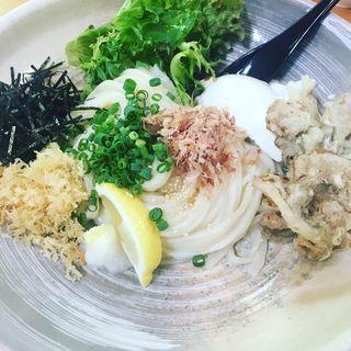 自家製豆腐と舞茸天ぷらうどん大盛り(おかもと )