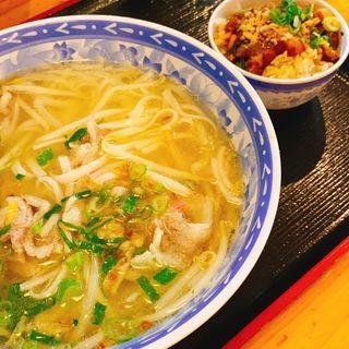牛肉のフォー+豚の角煮ご飯(ベトナム酒場 ビアホイ )