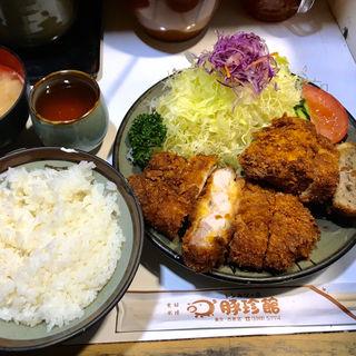 ロースカツ(上)+ハーフメンチカツ(豚珍館 (とんちんかん))