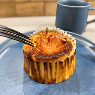 バスクチーズケーキ(LA PATISSERIE KATSURA)