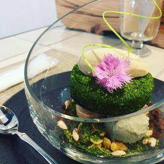 抹茶とブロンドショコラのパフェ 和のデザイン(デザートカフェ ハチドリ)