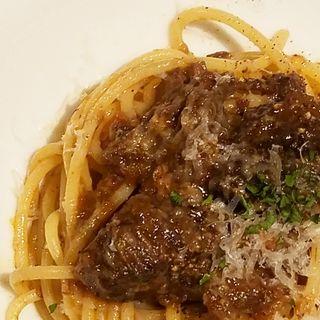 牛すね肉の赤ワイン煮込みのパスタ(イタリアン&グリル アクア イルフォルノ)