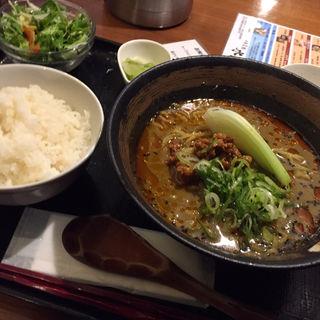 黒胡麻坦坦麺(中華菜館 水晶 (チュウカサイカン スイショウ))