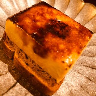 フォアグラのブリュレとエスプレッソブレッド(セルサルサーレ (sel sal sale))