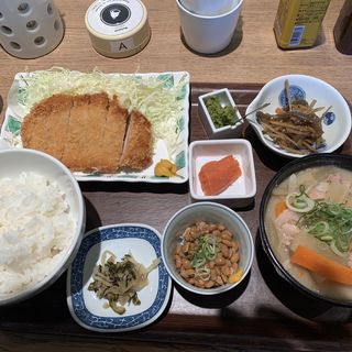 豚汁DX定食(天神 わっぱ定食堂 )