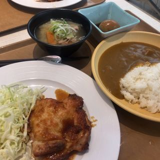 カレーライス小/チキンおろしダレ/豚汁/煮卵(東大生協 中央食堂 (トウダイセイキョウ チュウオウショクドウ))