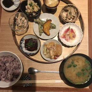 小鉢膳(お漬物/お味噌汁付)(アコメヤ厨房 (AKOMYEYA))