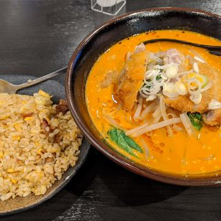 トンカツ担々麺+半チャーハン(八戒酒場)