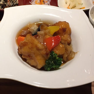 白身魚とたっぷり野菜の黒酢あん定食(一汁六菜カフェ なんばCITY)