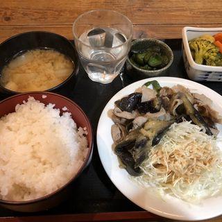 豚肉と茄子の醤油炒め 小鉢ロールキャベツカレー味(ちょっぷく 人形町店)