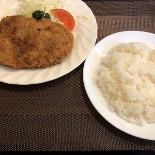 メンチカツ(松榮亭 (松栄亭 ショウエイテイ))