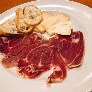 生ハムとチーズの盛り合わせ(イルピーノ)