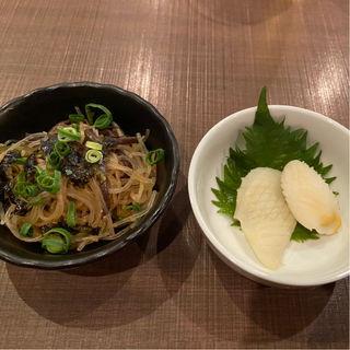 イカの松笠白焼と緑黄春雨と韓国海苔のチャプチェ風(居酒屋 ざかぐら)