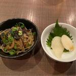 イカの松笠白焼と緑黄春雨と韓国海苔のチャプチェ風