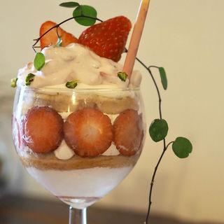 奈良の古都華のみ使用したいちごのケーキ(cafe sourire)