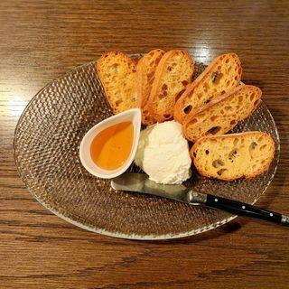 手作りチーズと世界のハチミツ(ekao)