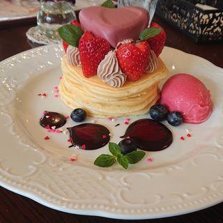 ルビーチョコレートとモカクリームのパンケーキ(カフェアンジェ (Cafe Ange))