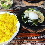チーズ&エッグカレー(ほうれん草)