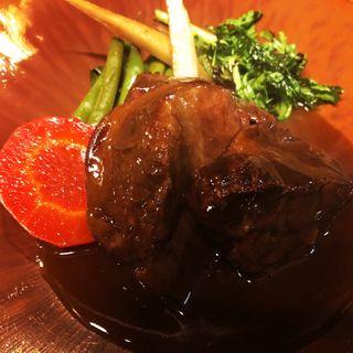 赤ワインで柔らかく煮込んだ A5ランク和牛ほほ肉のカツレツ