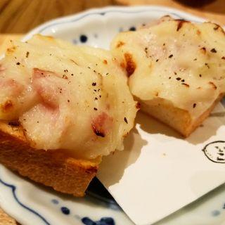 からし香る自家製食パン(春よ来い)のポテサラトースト(酒 秀治郎)