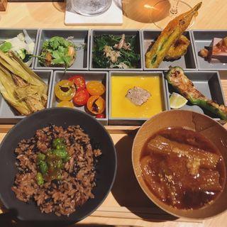 お膳PLATTER(REVIVE KITCHEN THREE HIBIYA リバイブキッチンスリー)