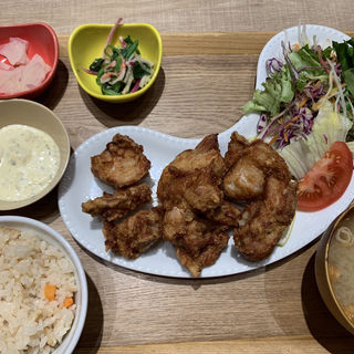 3種の味が楽しめる、サクサク鶏竜田