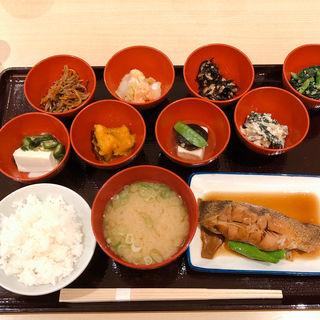 カレイの煮付け定食(銀シャリ屋 ゲコ亭 (ぎんしゃりや げこてい))