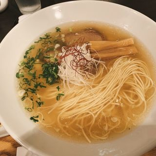 ラーメン(豚骨清湯・自家製麺 かつら)