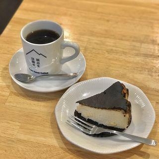 バスクチーズケーキ(peak roast coffee(ピークローストコーヒー))