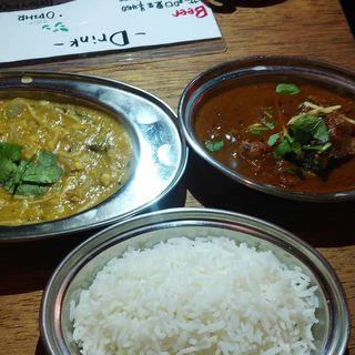 ムング豆ダルと、チキンカレー(印華香飯)