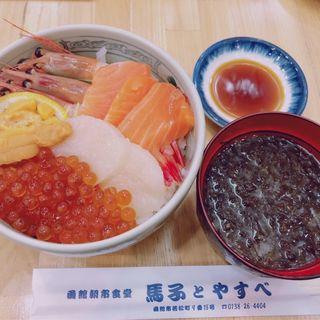 朝市五色丼(馬子とやすべ)