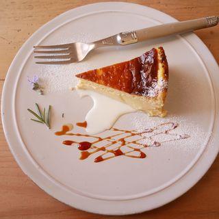 バスクチーズケーキ( cafe troisiememarche)