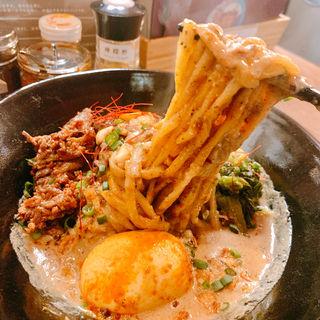 味玉九龍坦々麺(汁無し)(スパイス飯麺 兄弟舎)