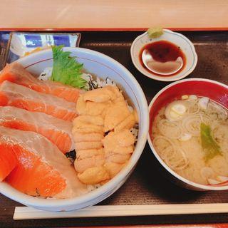 うにサーモン丼(いくら亭)