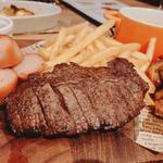 チーズフォンデュソースで食べるイルマーレのミートプレート