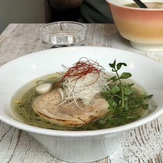 アグー豚の塩らーめん(ブン ブン ブラウ カフェ ウィズ ビーハイヴ (Bum Bun BLau Cafe with BeeHive))