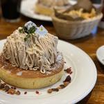 和栗と仏産マロンのモンブランパンケーキ