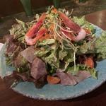 青木鮮魚店の炙り海鮮サラダ