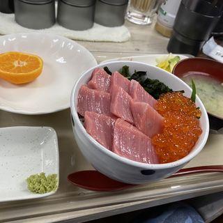 マグロいくら丼(がんねん)