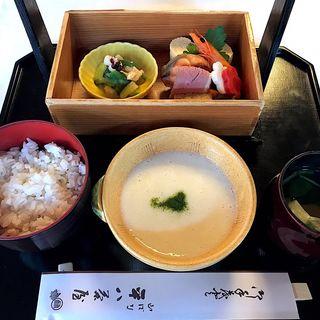 麦飯とろろ膳(山ばな平八茶屋 (やまばなへいはちぢゃや))