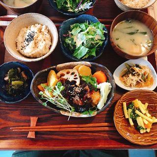 オリーブ油で揚げた 梅しそジュレのやわらか鶏もも塩麹唐揚げ(public kitchen cafe 宝塚)