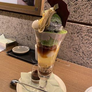 抹茶パフェ(パティスリー&カフェ デリーモ 東京ミッドタウン日比谷店)