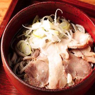 かほく冷たい肉そば 東京盛り 100g(四季旬菜居酒屋 華音)