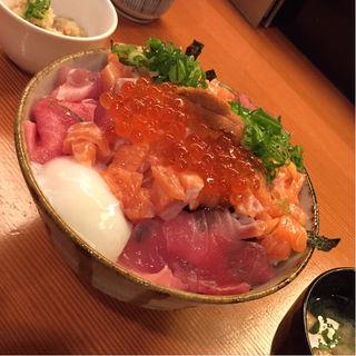 海鮮丼(秋やま )