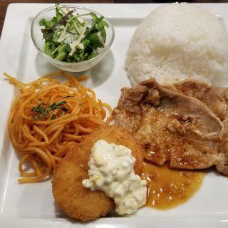 生姜焼き&カニクリームコロッケプレート(星乃珈琲店)