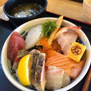 海鮮丼(マルトモ水産 鮮魚市場 )