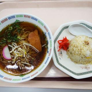 半チャーハン付きのラーメンセット(福岡県庁食堂)