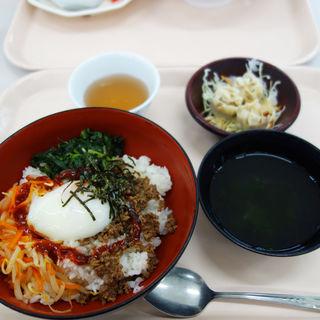 ビビンバ丼定食(福岡県庁食堂)