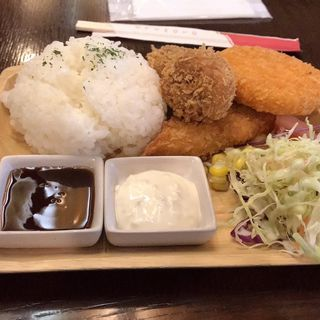 ミックスフライ定食(自家焙煎珈琲 蔵味)