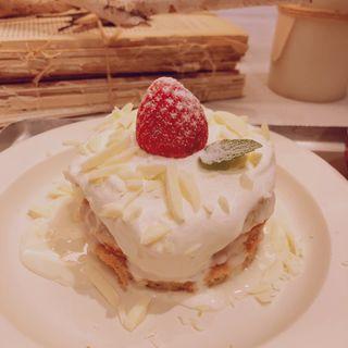 ホワイトショコラパンケーキ(スーホルム カフェ (SOHOLM CAFE´))